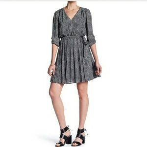 DR2 black and white pleated long sleeve dress